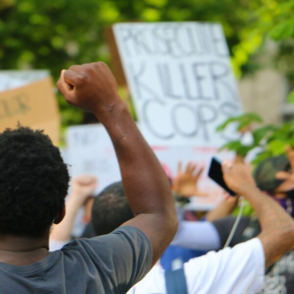 black-lives-matter-protesters-in-the-background-black-leadership-in-the-foreground