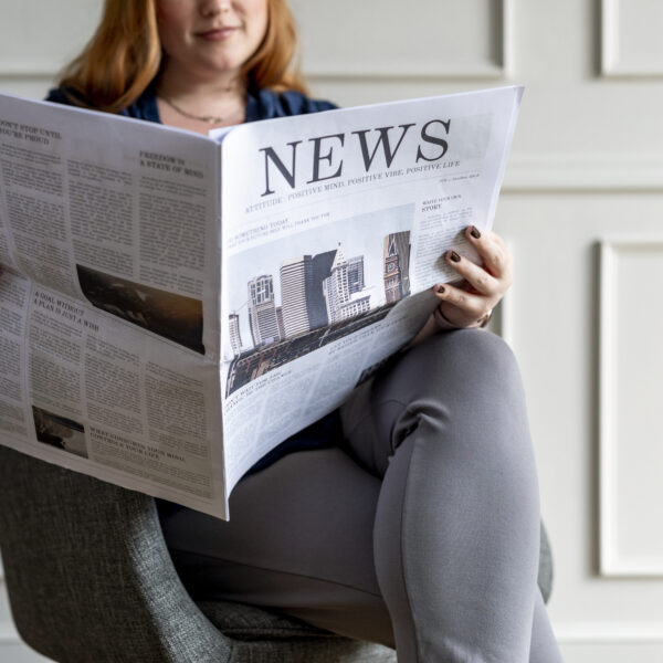 businesswoman-reading-the-news