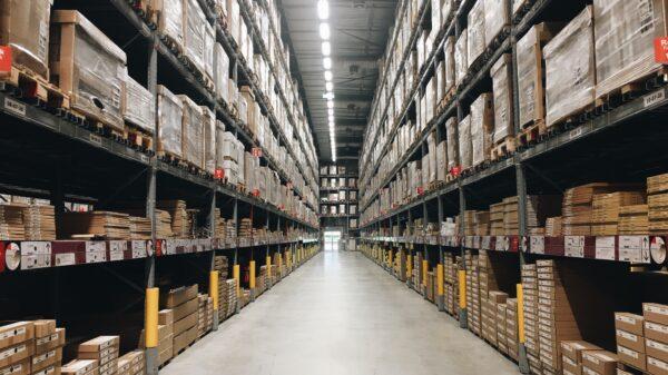 a-warehouse-similar-to-Amazon